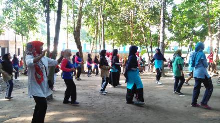 PANDAWA MANDING DAWANG DIPADATI PESERTA SENAM SEHAT CERIA
